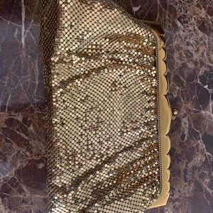 50s  Whiting & Davis Gold Mesh Clutch Beautiful